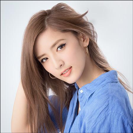 その一人が、EXILEの妹分グループである『E,girls』の藤井萩花さん。E,girlsの中でも1番の美女とも言われ、ファッション雑誌『JJ』のモデルとしても活躍している藤井
