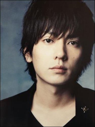 『flumpool』のボーカルである山村隆太さんは、ロックバンド界でもかなりのイケメンと言われています。もちろん顔がかっこいいということもありますし、それだけで