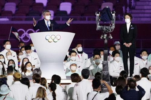 天皇陛下の開会宣言はとても端的なスピーチだった