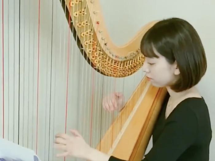 吉田瑳矩果のハープ奏者としての経歴はどれくらい?
