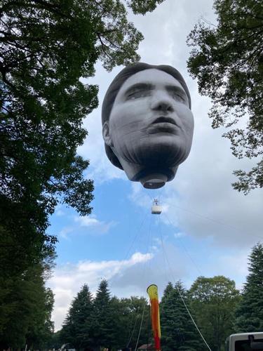 『首吊り気球』が突如として代々木公園に出現!その詳細は?